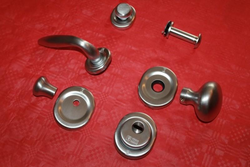 set-corredo-maniglie-accessori-cromo-satinato-serrature-vighi-top-2000