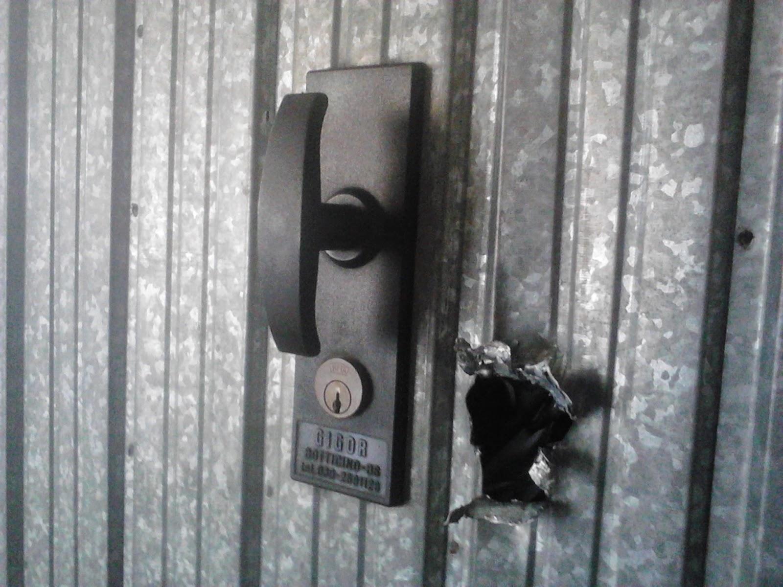 Sicurezza in garage sostituzione serrature per basculanti - Cambiare serratura porta ingresso ...